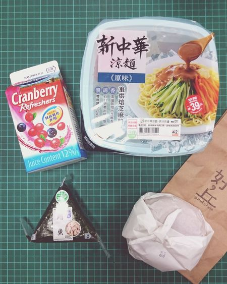 登愣!早餐。 Cranberry Juice Good Cho's Bagels Breakfast Cold Noodles Onigiri 涼麵 Mian