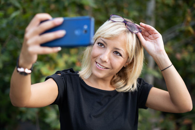 Portrait Of A Woman Beautiful Woman Blond Hair Communication Front View Hair Hairstyle Happiness Headshot Leisure Activity Lifestyles Making One Person Photography Themes Portrait Real People Selfie Selfies Smartphonephotography Smiling Technology Wireless Technology Women Young Adult Young Women
