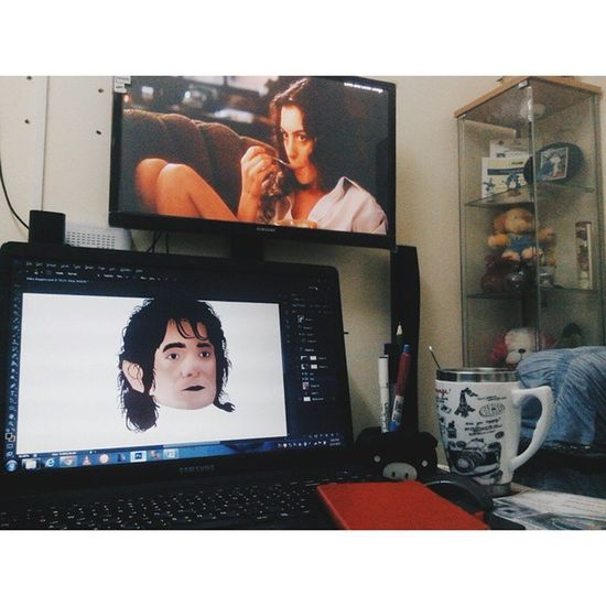My make shift office: the living room. Doing some vector art while Love and Other Drugs is playing on Fox. Mylife Vector Bilbobaggins TheHobbits vscocam