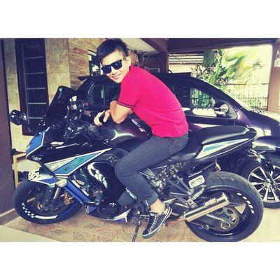 My new superbike. Really superr!! :pp Hahahah. Gila. 1000 Superbike Reallysuper Laju Bergaya Menawan Jirandepanrumah