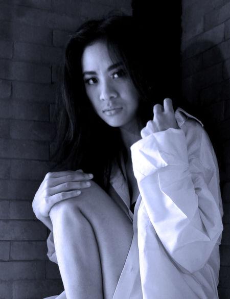 Blackandwhite Photography Portrait Of A Woman Blackandwhite White Shirt