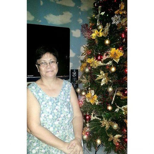 nice mama kaw na nauna mag pa picture sa christmas tree hihi Earlychristmasdecorating