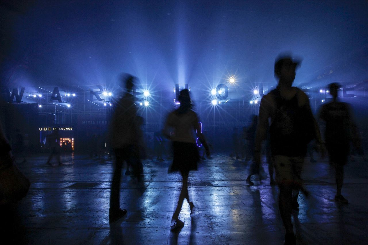 night, real people, illuminated, enjoyment, leisure activity, nightlife, women, men, lifestyles, fun, walking, large group of people, silhouette, togetherness, group of people, outdoors, standing, full length, sky, crowd, friendship, people