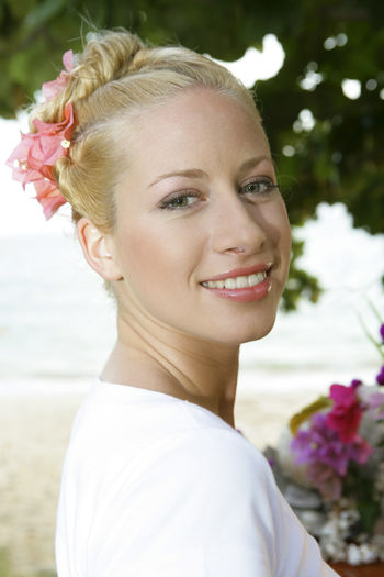 Portrait of a pretty woman in summer holidays Beautiful Blonde Holidays Summer Holidays Woman Beautiful Woman Beauty Blond Hair Close-up Girl Girls Headshot Looking At Camera One Person Outdoors Portrait Pretty Smiling Summer Young Adult Young Women