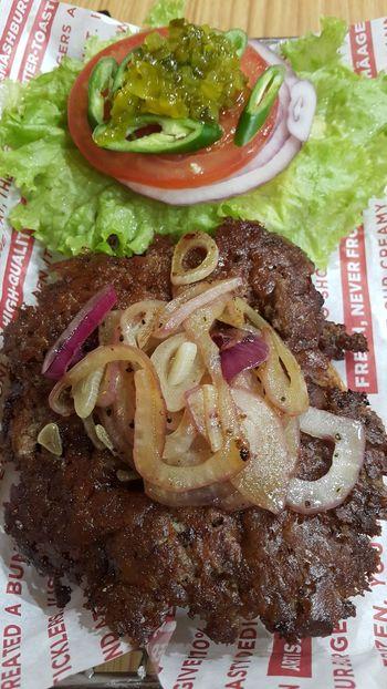 Show Us Your Takeaway! Riyadh Burgers Foodporn Foodie Aankay Note4 Aankaygraphy Saudiarabia KSA Food Photography Riyadheats Beefburger Taylormade