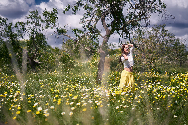 Outdoors Tree One Person Nature Flower One Young Woman Only One Woman Only Beautiful People Only Women EyeEm Selects Beauty Portrait Women Beautiful Woman