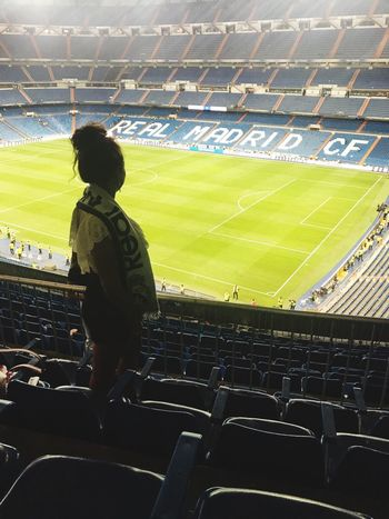 Stadium Fan - Enthusiast Soccer Sport Sports Team Outdoors People Real Madrid Football Team SPAIN Madrid Portuguese Santiago Bernabeu Cristiano RONALDO Hala Madrid Supporters Myteam Lifestyles Real People Latina Frenchgirl Foot Football Stadium 💪🏽🏆⚽️ Les meilleurs !