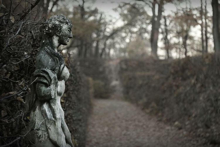 Sculpture Sculpture Taking Photos Photography Front View Thinking Dark Mystery Mysterious Creepy Nice Park See Rogalin Stone NakedButts Interesting Faces Of EyeEm Face Sad Sadness Sad & Lonely
