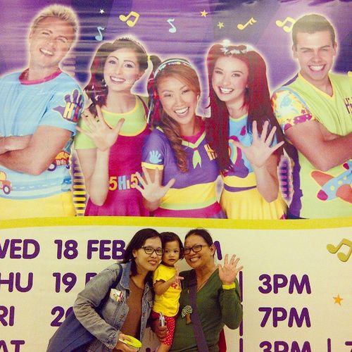 Hi5 with mama koala, Zoey and ontie @uchie_uch ... Horrraaayyy ... Hi5 Hi5 Hi5 Hi5 Hi5 Hi5 ....