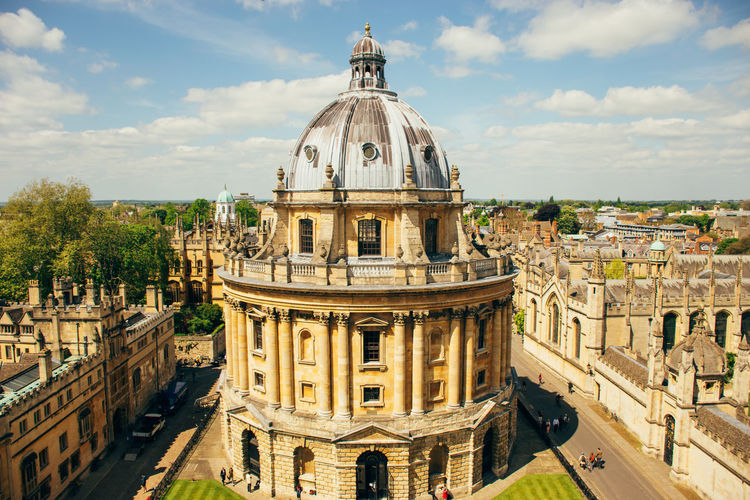 Sunny day in Oxford Bodleian Library Harry Potter Hogwarts Library Oxford Oxford University Radcliffe Camera University Of Oxford Ancient Architecture Building Exterior Built Structure Cityscape Cloud - Sky Day Dome Government History Place Of Worship Sky Tourism Travel Travel Destinations