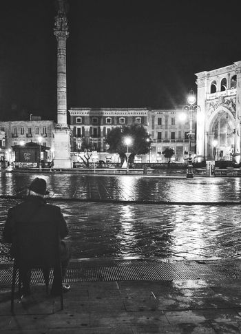 More on https://www.facebook.com/leccecomelacantoio/ Lecce (Italia) Lecce Lecce - Italia Black And White Photography People And Places Bnw Photography Lecce City Bnw Leccecomelacantoio Street Photography Black And White Lecce By Night Streetphoto_bw Lecce B/w Blackandwhitephotography Blackandwhitephoto Streetphotography People Blackandwhite Photography Rain Rainy Days Evening Alone Reflection Solitude