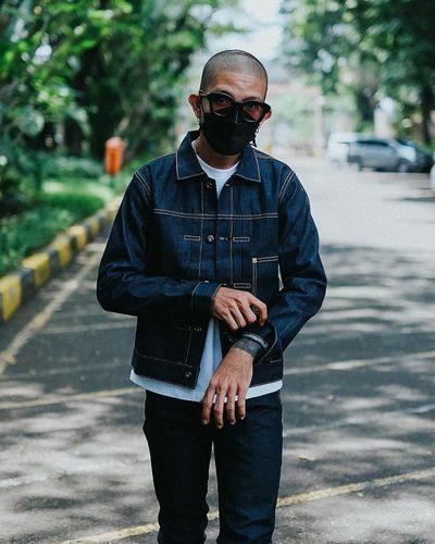 Portrait of man wearing sunglasses standing on street