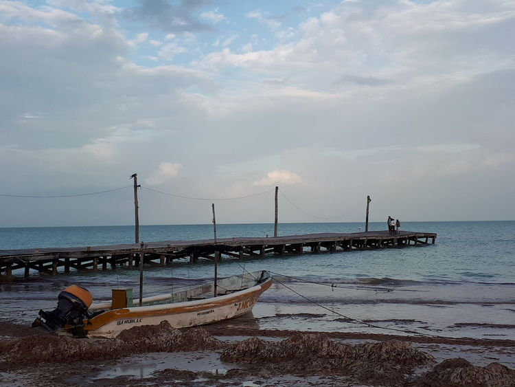 pesca matutina Sea Beach Water Tranquility Business Finance And Industry No People Outdoors Travel Destinations Nautical Vessel Scenics Beauty In Nature Landscape Nature Horizon Over Water