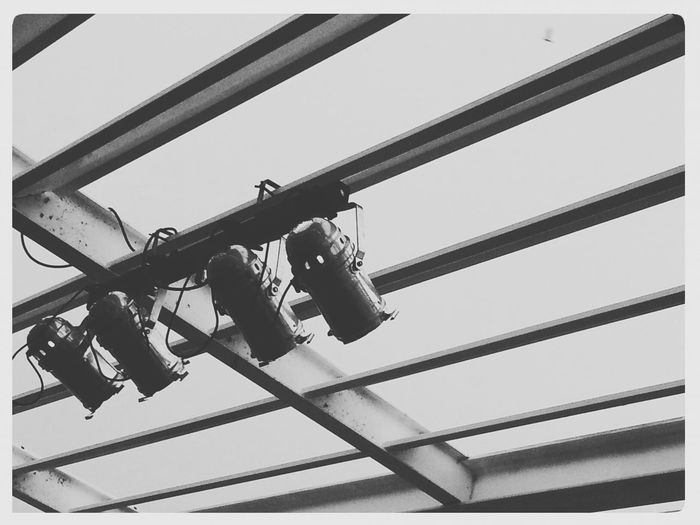 Inventario de propósitos para el 2017. Propósito 1: dirigir la luz. ««Microhistorias»» Microhistoriastesis99 Microhistorias 2017 Luz Light Luces Lights Tesis99 Fotosantiguas Propósitos Illuminated Iluminación Alicante Focos Focos Luz Concierto Concert Concerts Técnicos Espectaculo Spotlight Spotlights Show Lighting Equipment