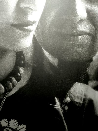 Frida&Diego cropped MNG Autumn colors Frida Kahlo Frida Calo B&w Photography EyeEm Selects Frida&Diego Young Women UnderSea Close-up Male Likeness Bark Full Frame Human Representation Backgrounds Textured  Idol