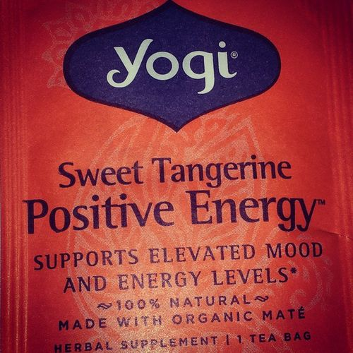 Sweet Tangerine for Positive Energy!!! Yogi Herbalsupplement Teatime Elevatedmood higherenergylevels allnatural lemongrass lemonmyrtle orange tangerine lotus tulsi ginseng startingoffontherightfoot Mondaymorning positivity greatvibez goodhealth livewell laughoften lovemuch