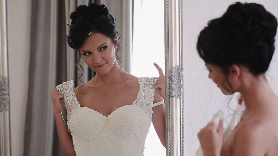 Reflection Preparation  Young Adult Waist Up Only Women Adults Only Indoors  Beautiful People Beauty Young Women Black Hair Fitting Room People One Woman Only One Person Adult One Young Woman Only Beautiful Woman Portrait Day Freshness Mirror Bride Wedding Wedding Photography