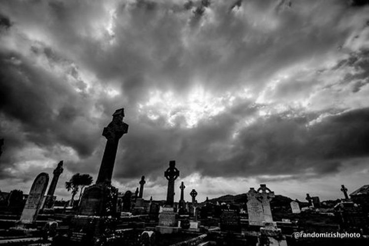 Graveyard outside Dingle, Co Kerry. Dingle Kerry Ireland Discover Ireland Clouds Clouds And Sky Rural Ireland