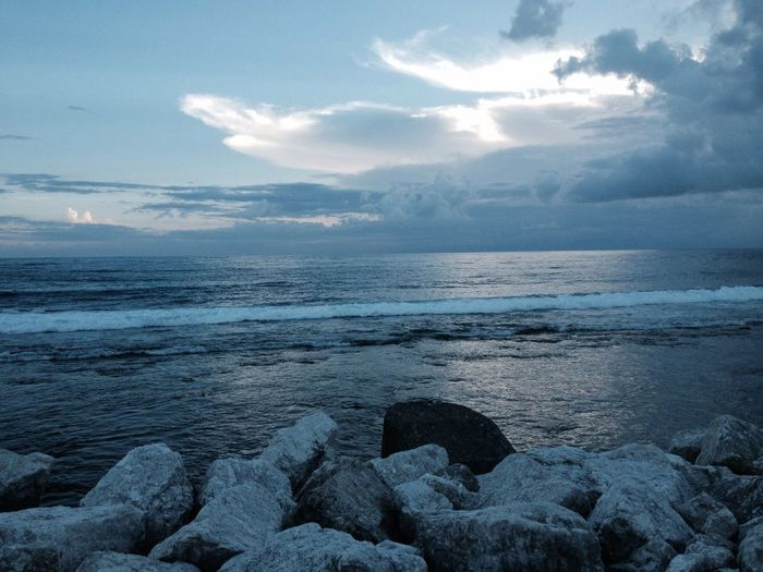 Taking Photos Sea Enjoying Life Winze's Life 吹海風