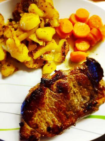 Ein leckeres Mittagessen Karotten Food Mittagessen Steaks Bratkartoffeln Food Stories