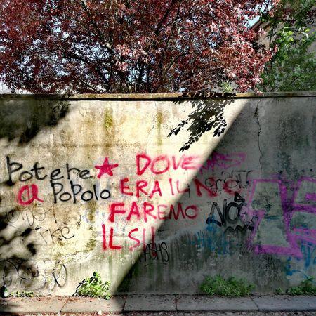 Dove era il no faremo il si! Communication Street Art Multi Colored Text Spray Paint Graffiti Wall - Building Feature Western Script Close-up Architecture