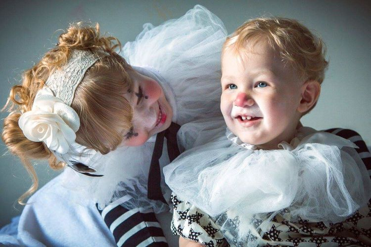 Palhacinhos! Two People Togetherness Baby Indoors  Child Love Portrait Smiling Happiness Males  Females Domestic Life Blond Hair Friendship Alinedeptulsky Sitting Cute Babies Only Happiness Clown Face Clown Doll Pretty♡