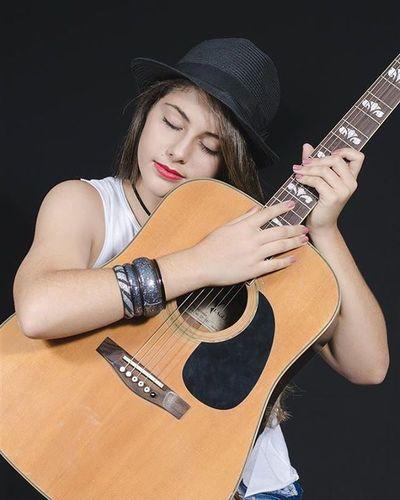 Nick Color 50mm Photography Fotografia Followme Picoftheday Instagood SP Nikontop Nikon Artbaia Photography Hat Minnie Minniemouse Make Violão Guitar