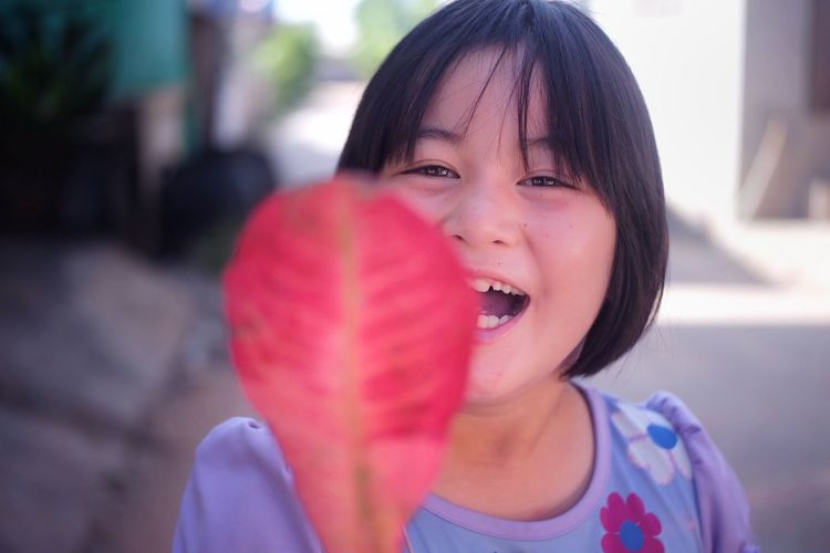 Child Childhood Girls Portrait Headshot Happiness Healthy Lifestyle Holding Close-up Bubble Gum Bubble Wand Head And Shoulders Sticking Out Tongue Human Tongue Animal Tongue Sticky Soap Sud Preschooler Winking Siberian Husky