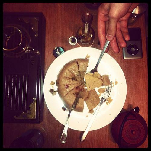 """@igorbu приготовил безумно вкусный пудинг """"халава"""" - реально вкусно!! Все так просто!!! Гар - круто"""
