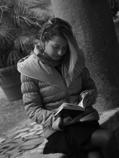 Introspection Thoughtful Portrait Portrait Of A Woman Young Woman Young Women Sitting Book Looking Down Posing Head And Shoulders Pretty Introspection