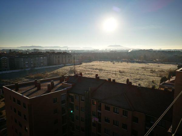 Con la helada la hierba se ha quedado blanca 😱 🌁 🌫 City Cityscape Sky Illuminated No People SPAIN Sun Castillayleon Valladolid Day Helada