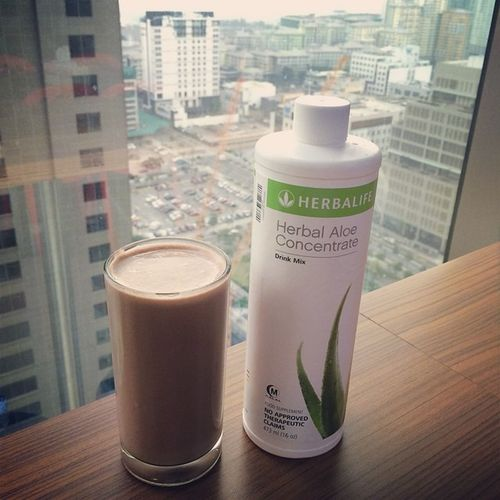 Starting this last work day of the year with Choco-Vanilla Shake and Aloe..will drink my herbal tea later:) AloeTeaShake Healthybreakfast Herbalifeph Lastworkday