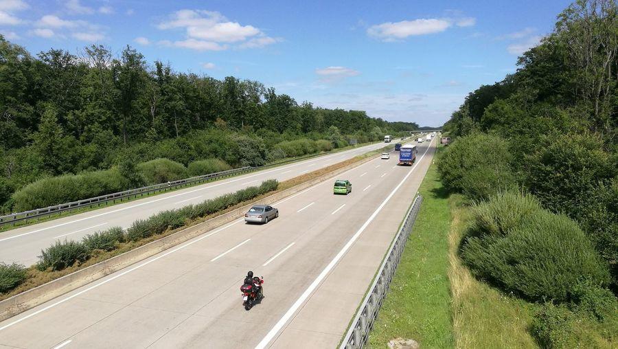 Autobahn A4 nahe Erfurt Autobahn A4 BAB4 Bundesautobahn Verkehr Autos Motorräder Motorrad Auto Multiple Lane Highway Highway Traffic Riding