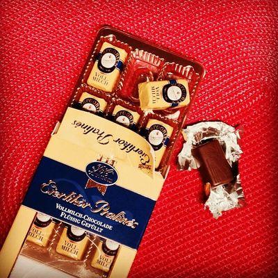 Schleckgöschle-Alarm! Bei Eierlikör werde ich schwach. Chocolate Candy Schokolade Pralinen Praline Suessigkeiten Eierlikoer Sweetup Rcconfiserie Chocolatecandy Verpoorten Advocaat Eggliqueur
