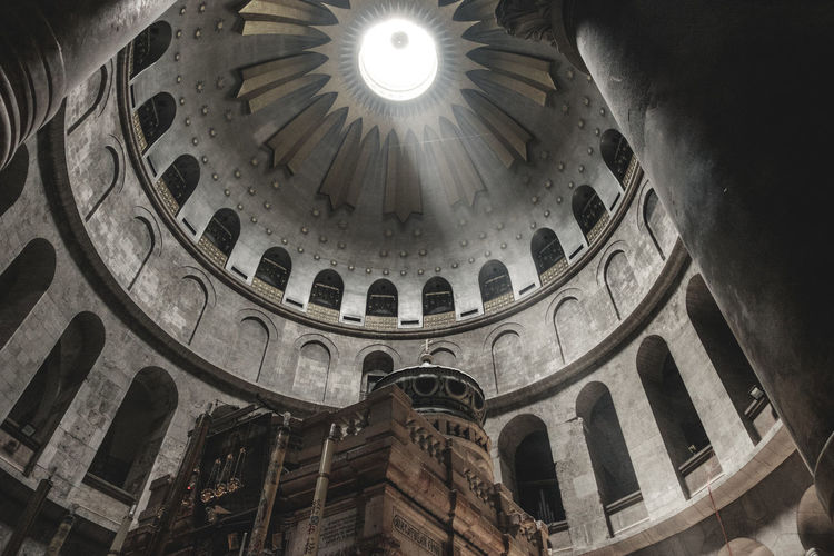 Low Angle View Built Structure Indoors  Building Place Of Worship History Religion No People Dome The Past Spirituality Travel Destinations Belief Ceiling Cupola Arch Architectural Column Architecture And Art Ornate Holy Sepulchre Holy Holy Bible Holy Land Israel Jesus Jesus Christ Catholicism Catholic Resurrection Jewish Bible Religious  Religious Architecture Sepulcher Gerusalemme Ancient Faith Religion And Beliefs Pray Praying