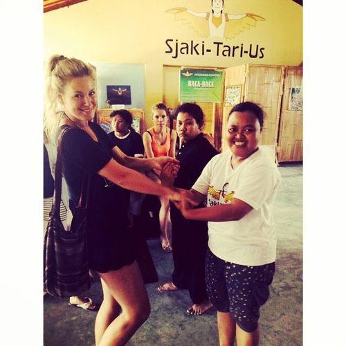 Dancing Kids Syndroomvandown School Ubud Bali Sjakitarius Foundation Proud Fun Pure Love