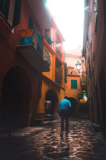 Orange Getty Images EyeEm Best Shots Best  New EyeEm Google Getting Inspired Alley Walking Italy Small Town Sunlight Iconic Getty Adobe Stock Italia Man Architecture Travel Destinations Built Structure Building Exterior Day Full Length Outdoors City One Person Adult People