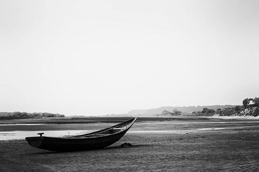 Lost soul Landscape Boats Blackandwhite Highcontrast Wideangle Jj_landscapes Foto_blackwhite Amateurs_bnw Bnw_planet Bnw_rose Bnw_landscape Bnw Travel Travelingram Natgeotravel Lonelyplanetindia Ig_india Ig_bengals OnlyinIndia IndiaLove Natgeo Betterphotography Onlyinbengal Indiaphotoproject