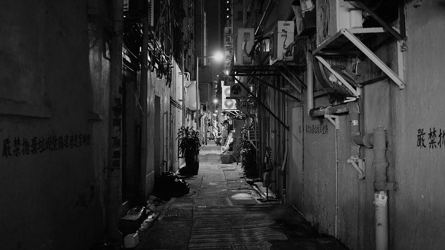 Night street backside. HongKong Discoverhongkong Leica Leicaq Streetphotography Nightphotography Streetphoto_bw Backstreet Blackandwhite Pmg_hok