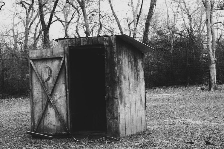 Outsi Nature Outhouse e Outdoors Abandoned Building Grass Black And White Photography Old-fashioned Potty