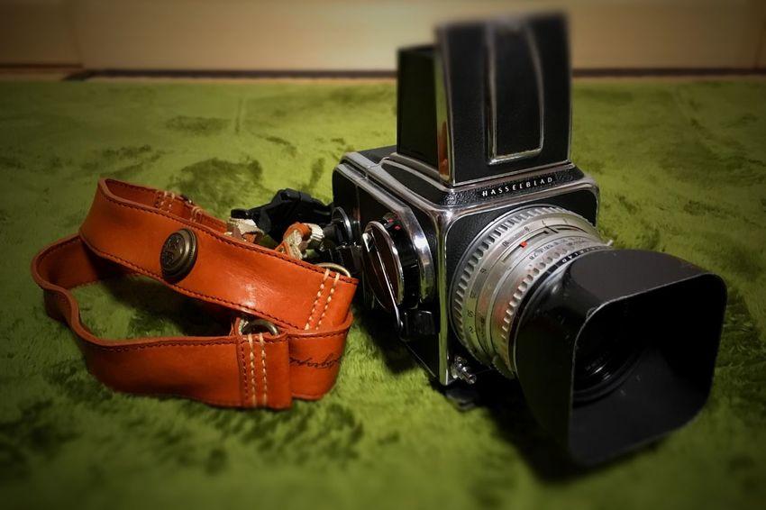 Hasselblad 500C/M Planar C80 Trois Vis-a-vis Traveling Photographer Camera Strap