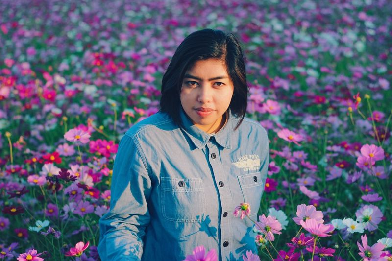 Just look me in the eyes. Flowers,Plants & Garden Portrait Photography Flower Collection women around the world Cosmos In My Garden Portrait Photography Flower Flowering Plant Young Adult One Person Plant Young Women Lifestyles Portrait Front View Beauty In Nature Beauty Adult Growth Nature Looking At Camera Beautiful Woman Women Leisure Activity Standing Outdoors This Is Natural Beauty