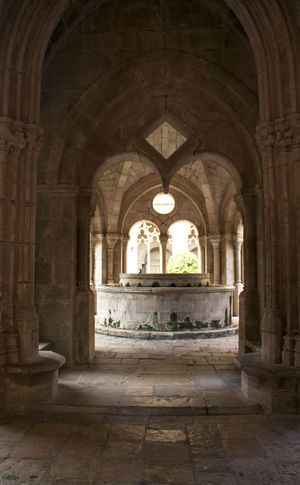 Arch Indoors  Architecture Built Structure No People History Day Archway Church Monestir Monasterio Claustro Patio Hogwards Stonewall Architecture Old Buildings