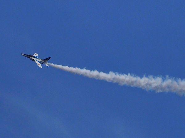 名古屋上空🎵ベランダから狙ってみた😁 Blue Flying Airplane Blue Impulse Sky Clear Sky Airshow Air Vehicle EyeEm Best Edits From My Point Of View Smoke Nagoya Japan