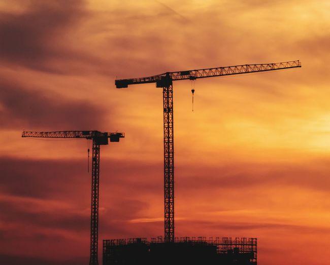 Kran, Kräne am Kränsten Ich hab auch schon ne 11 für den nächsten Panasonic Wettbewerb im nächsten Jahr😊😁Glückwunsch, sorry kleiner Scherz😎🙋 Sunset Technology Silhouette Steel Construction Site Business Finance And Industry Sunlight Sky Tall - High 10 #urbanana: The Urban Playground