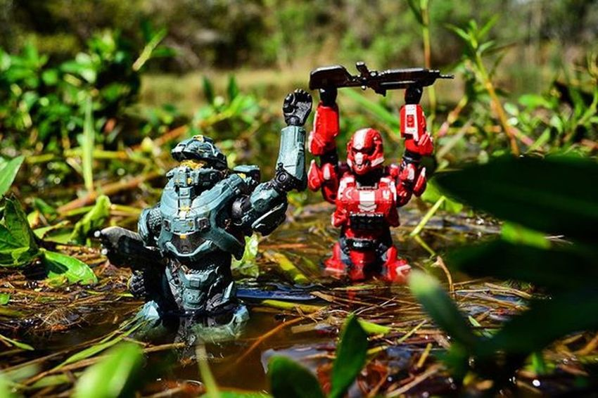 """""""Hold up..I hear something!"""" Toyonlocation Toy_nerds Toy_realism Toyrevolution Toyoutsiders Toptoyphotos Toydiscovery Toycrewbuddies _tyton_ Ata_dreadnoughts Actionfigureattack Actionfigures War Military Halo Halo4 Halo5 SpartanSoldier Spartanfred Swamp Toystagram Toyphotography Toyslagram Capturedplastic"""