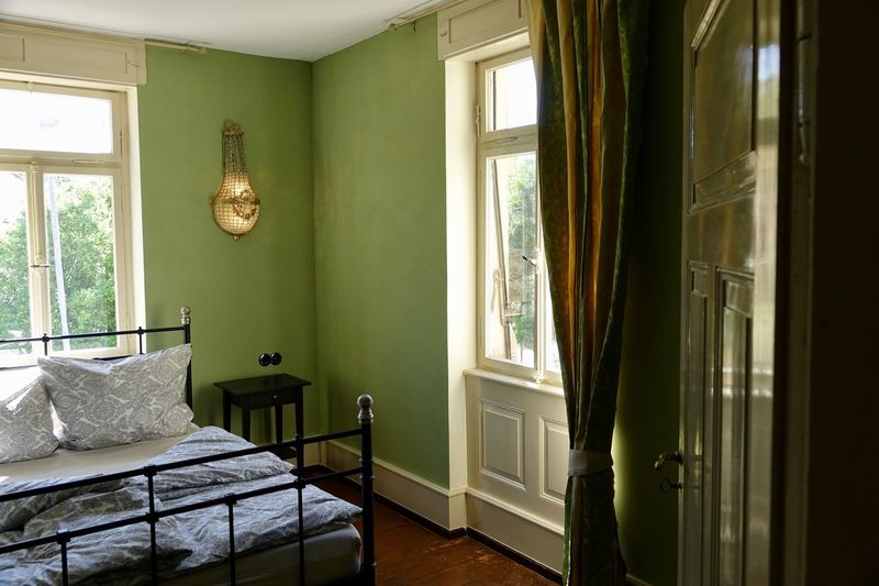 Grünes Schlafzimmer Green Room Window Indoors  Home Interior Furniture Architecture No People Bed Home Showcase Interior Bedroom Building
