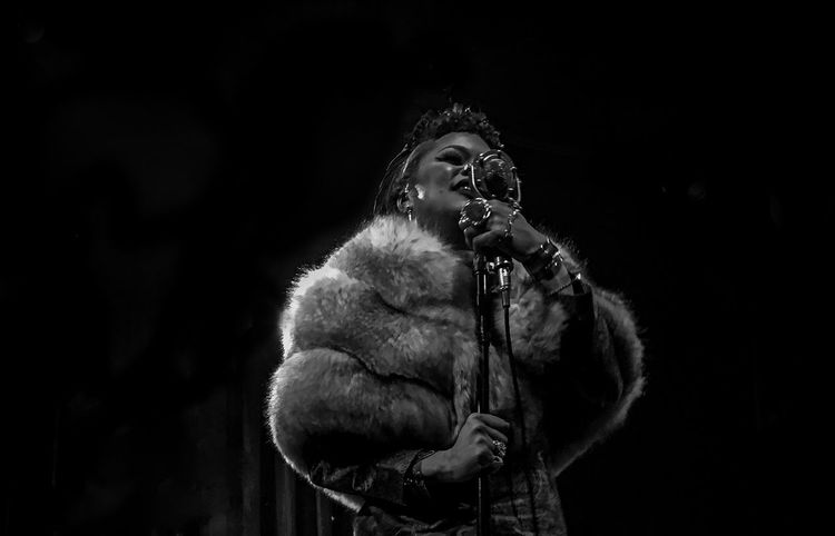 Uniqueness Singer  Andra Day Songwriter Soul Rnb Jazz Artist Musician Musicians Art Culture Powerful Portrait Bnw Bnw Photography Bnw Portrait