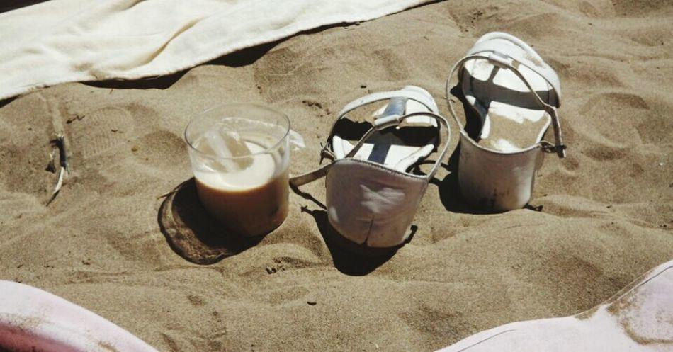 Baileys on the beach / Baileys sobre la playa / Baileys sur la plage - Have A Drink Around The World Travel Traveling Photography On The Beach Seaporn Sunporn