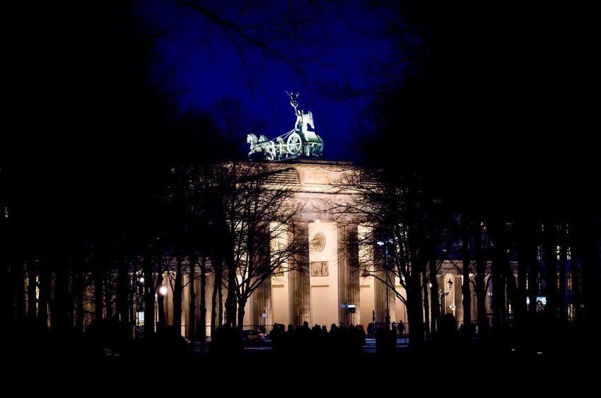Berlin Brandenburger Tor Night Illuminated Silhouette Architecture Built Structure Sculpture Travel Destinations Sky City